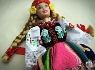 Lalki typu Barbie w tradycyjnych strojach ludowych