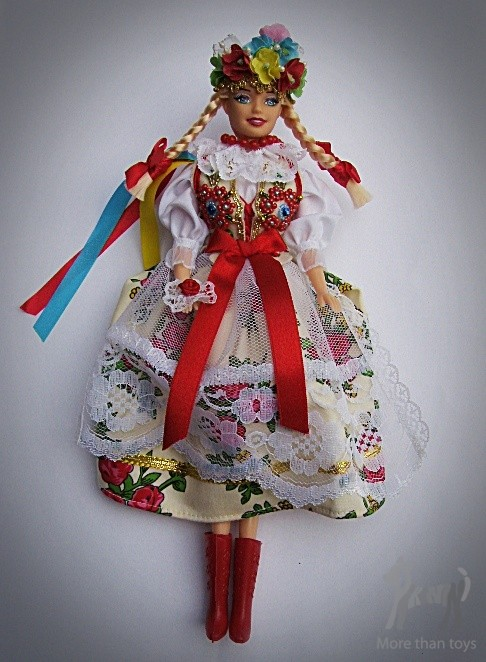 Lalka Barbie w tradycyjnym ludowym stroju