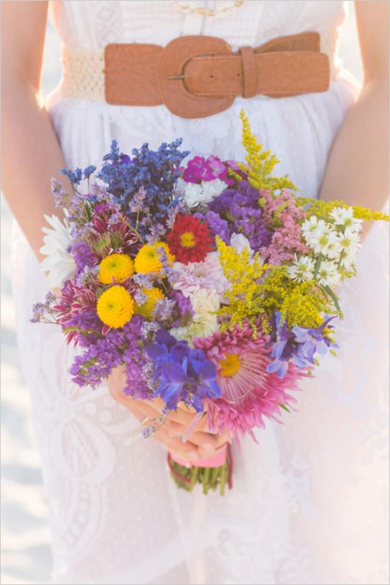 Ślub w stylu boho - bukiet ( www.weddingchicks.com)