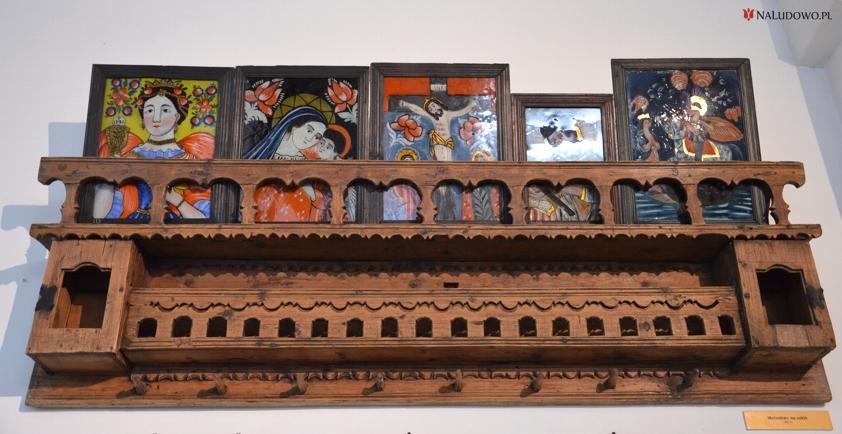 Ozdobna listwa z obrazami malowanymi na szkle