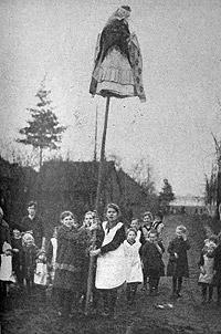 Wynoszenie Marzanny ze wsi, Górny Śląsk XIX/XX wiek (www.bogowiepolscy.net)