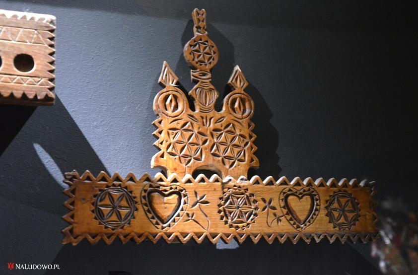 Bogato zdobiony łyżnik ludowy  - Zbiory Muzeum Etnograficznego w Warszawie