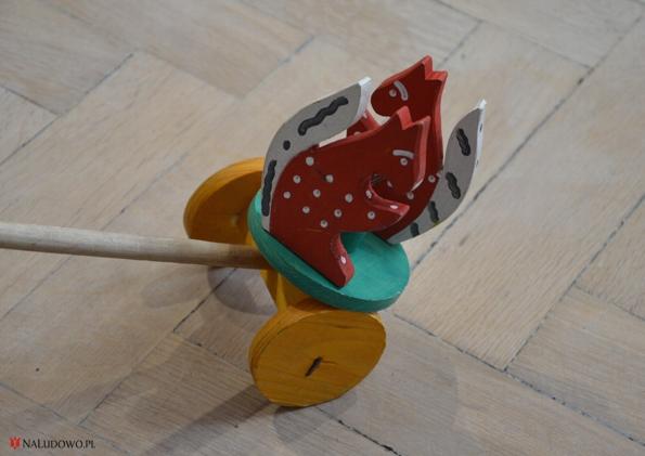 Zabawka ludowa - karuzela z wiweiórkami