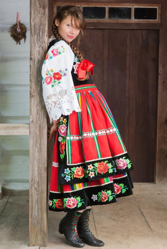 Tradycyjny kobiecy strój łowicki
