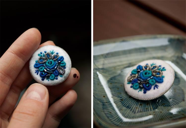 Ooliku - ręcznie haftowana broszka