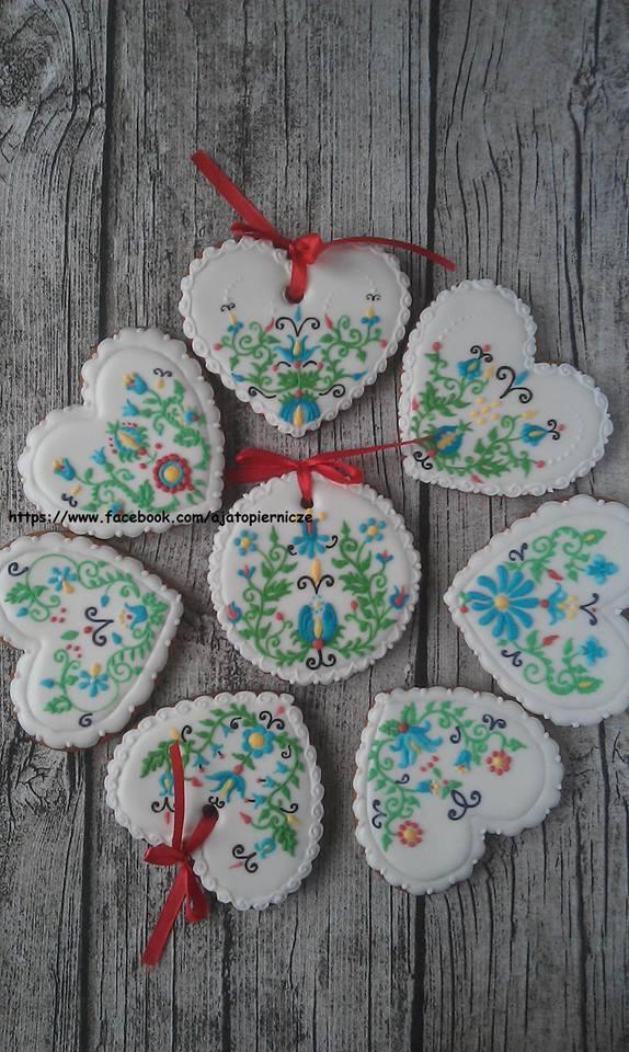 Pierniczki zdobione wzorami inspirowanymi haftem kaszubskim (www.facebook.com/ajatopiernicze)