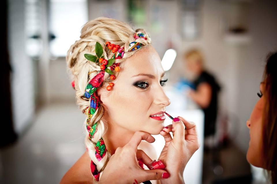 Ślub w stylu ludowym, folkowy makijaż  (foto: lukaszkot.pl)