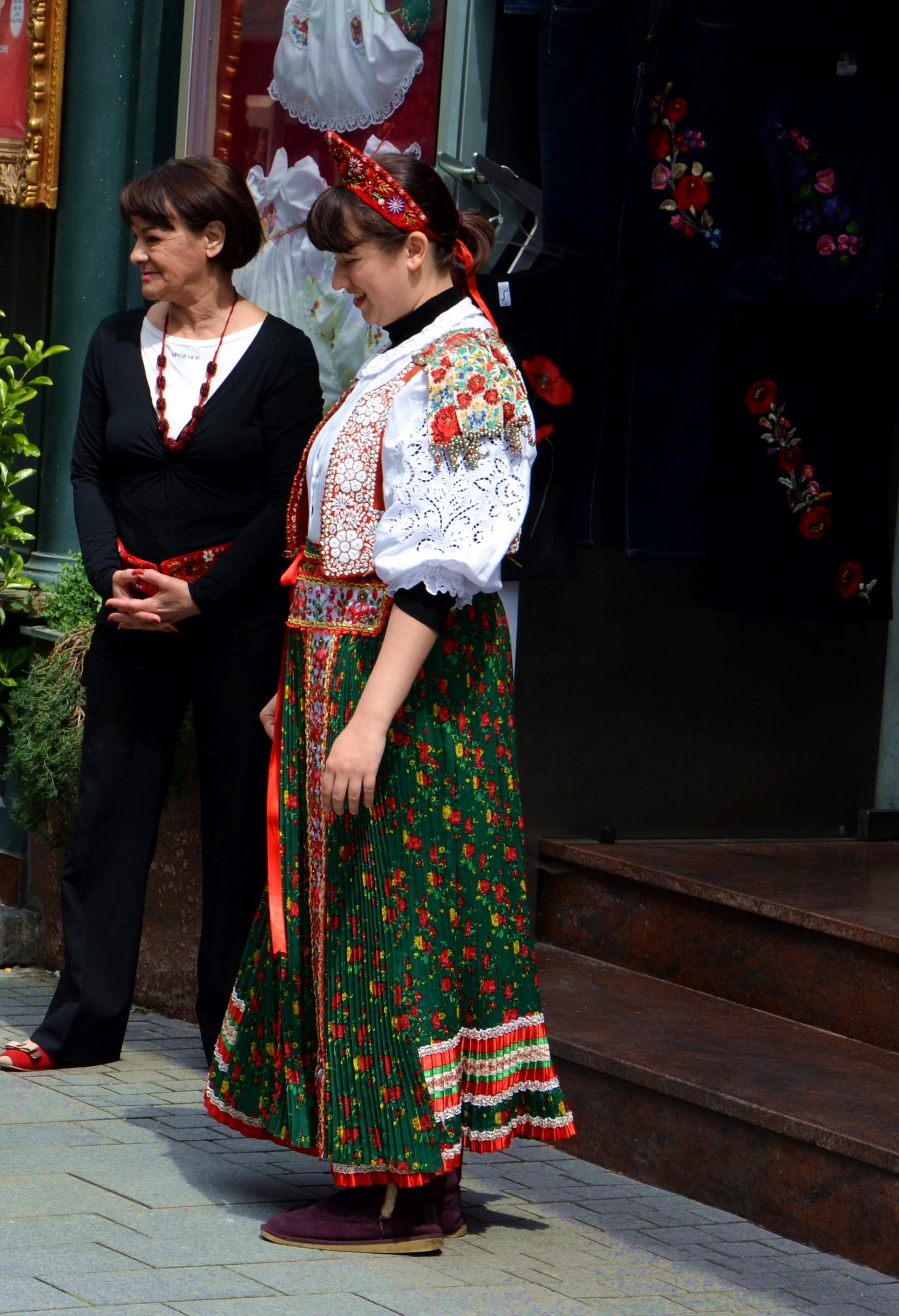 Węgierka w stroju ludowym