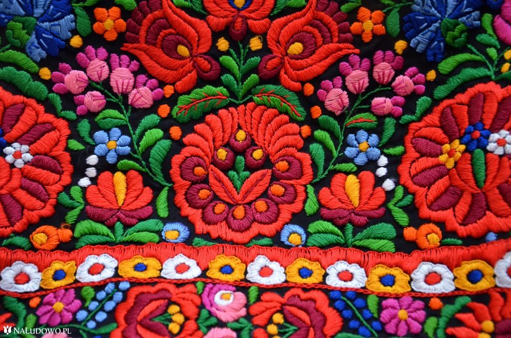 Kolorowy haft węgierski