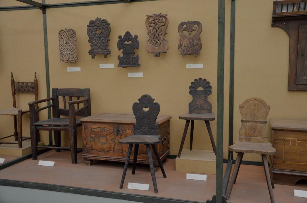 Krzesła ludowe (zbiory Muzeum Etnograficznego w Budapeszcie)