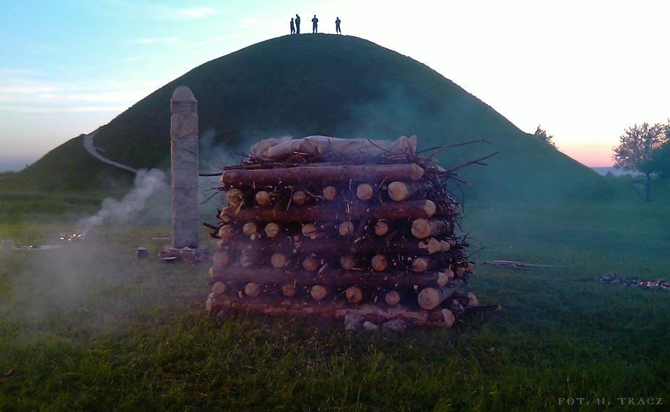 Święto Rękawki, rozpalenie świętego ognia (fot. www.facebook.com/rekawka)