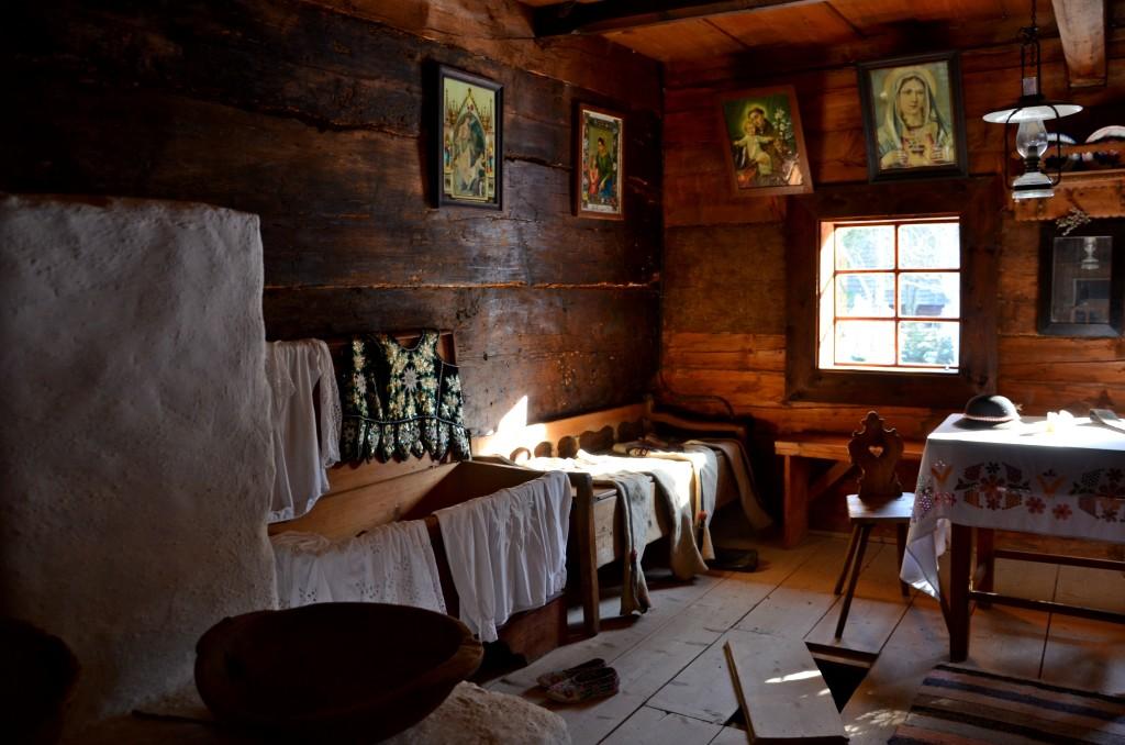 Muzeum Wsi Orawskiej w Zubercu, wnętrze izby (fot. M. Armata)