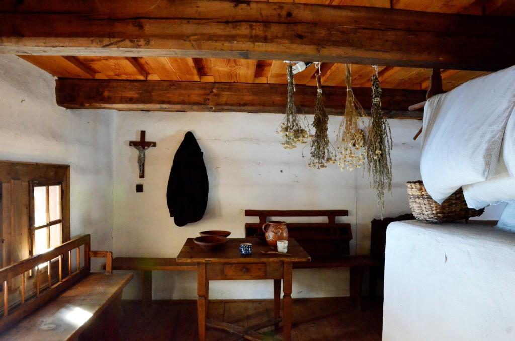 Muzeum Wsi Orawskiej w Zubercu - wnętrze chaty słowackiej (fot. M. Armata)
