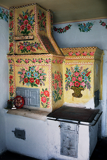 Malowany piec we wsi Zalipie (fot. Szymon Narożniak)