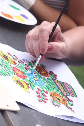 Warsztaty malowania kwiatów w Zalipiu